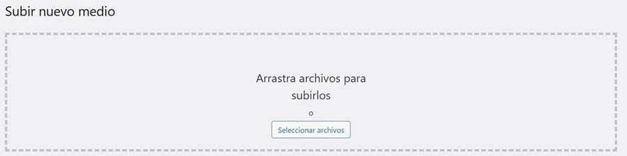 La pantalla de la Biblioteca Multimedia de WordPress para subir imágenes.