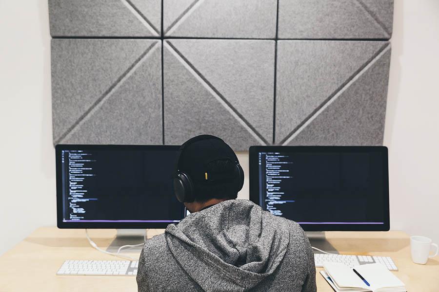 programmer-focused-on-code